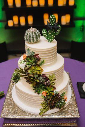Phoenix wedding photograph of cactus on wedding cake