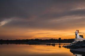 Phoenix wedding photograph of sunset kiss on lake