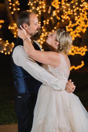 Phoenix wedding photograph of couples first dance