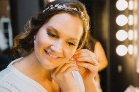 Phoenix wedding photograph of bride getting ready