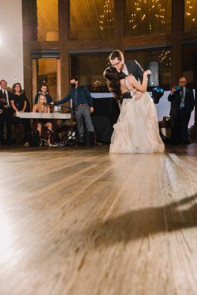 Phoenix wedding photograph of first dance kiss