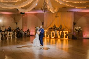Phoenix wedding photograph of first dance with love sign