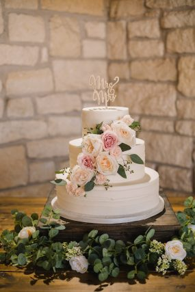 Phoenix wedding photograph of wedding cake with flowers